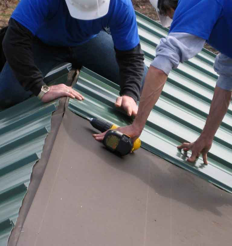 Установка профнастила на крышу